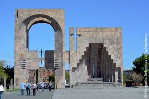 echmiadzin-kak-dobratsya-iz-yerevana