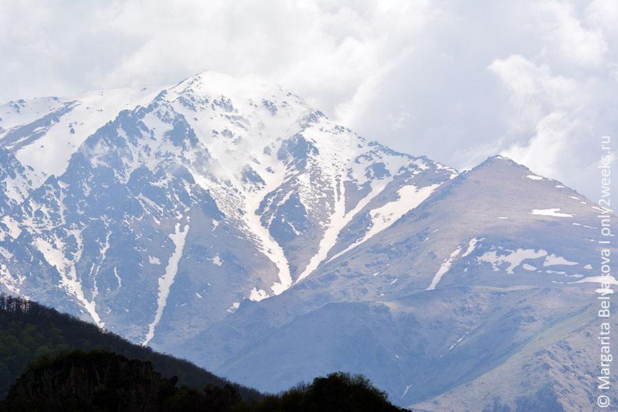 gory-v-armenii-okolo-tateva