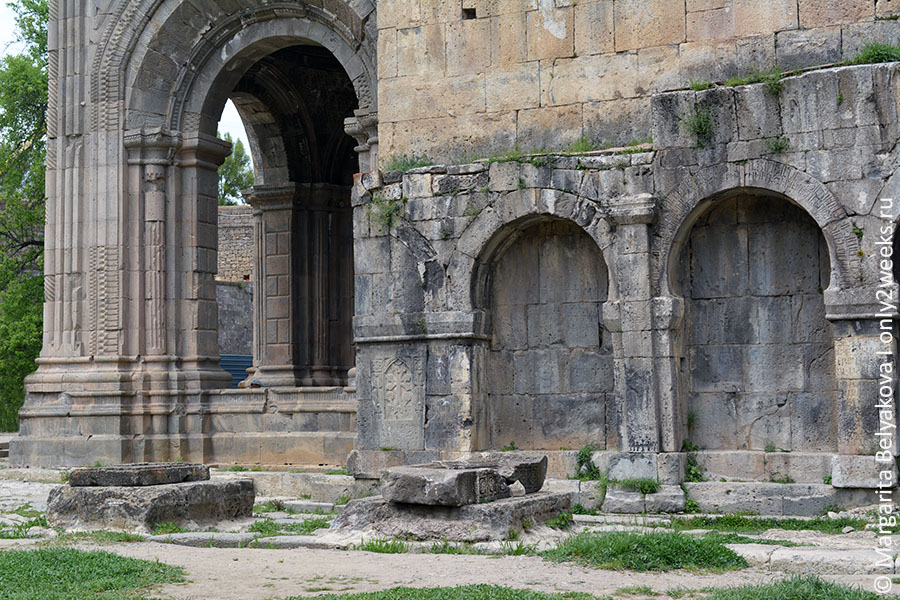 monastyr-tatev-armenia-foto