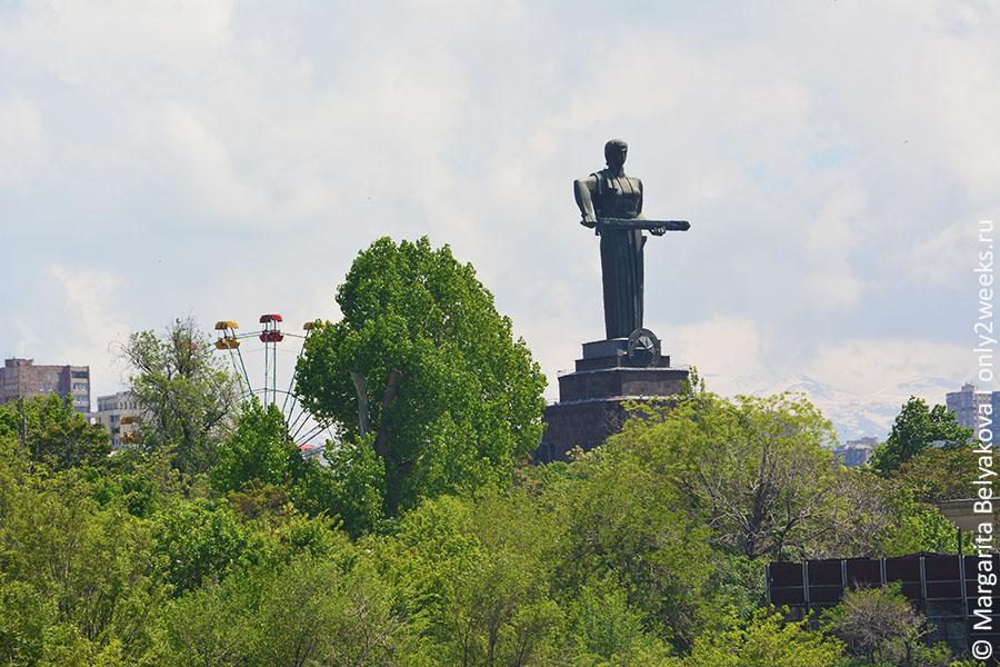 monument-Mat'-Armeniya-erevan