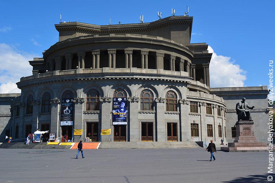 opernyy-teatr-yerevan-foto