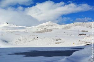 ozero-kari-na-gore-aragats