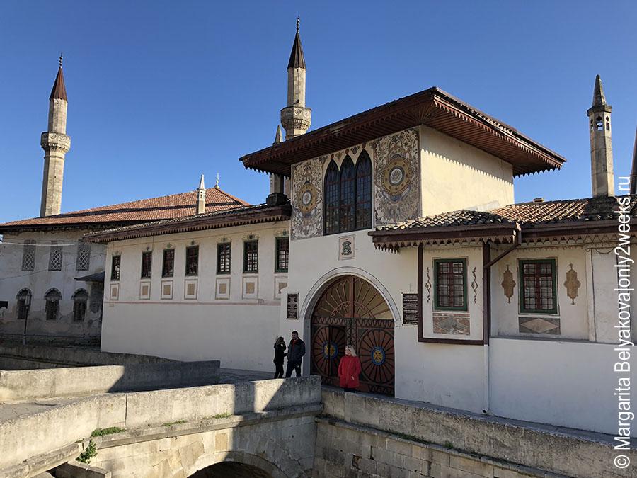 bakhchisaray-dostoprimechatelnosti-khanskiy-dvorets