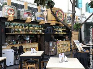 kafe-na-naberezhnoy-singapura